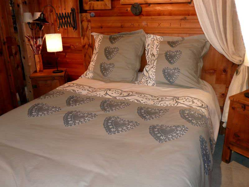 parure de lit chalet maison design. Black Bedroom Furniture Sets. Home Design Ideas